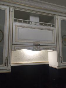 Кухня в Москве, фасады FrontDekor массив Афина с золотой патиной 3